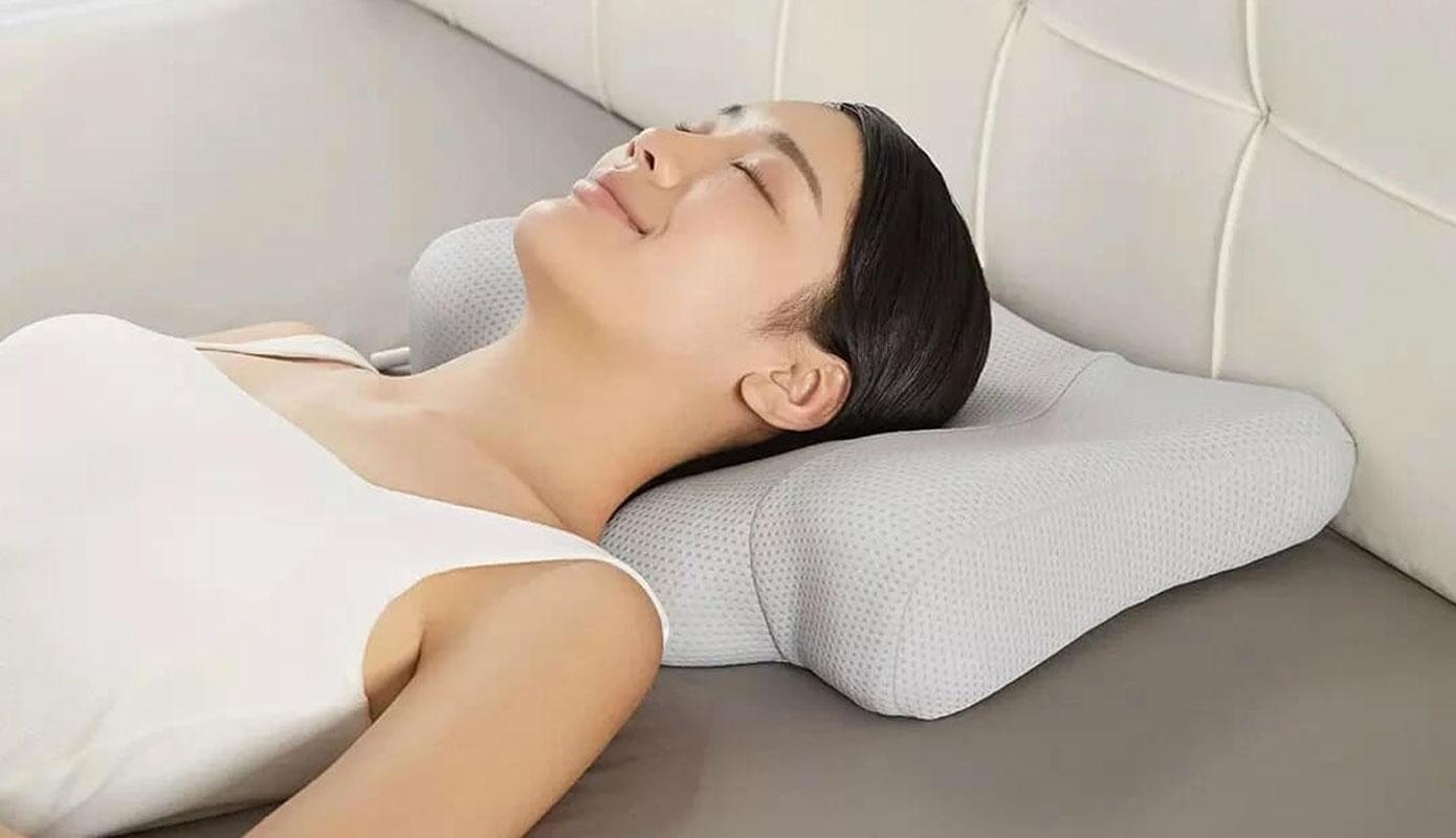 Opisanie Massazhnaya Podushika Xiaomi Leravan Smart Sleep Traction Pillow Gray Lj Pl001 3